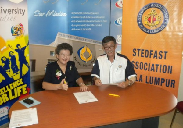 2010 – Signing Ceremony with MCKL