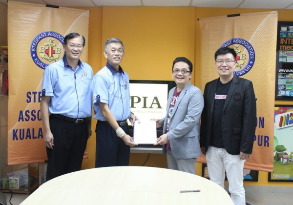 2015 - Signing Ceremony with PIA